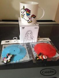 Drinks Mug with Unicorn design on front & matching keep drink warm lids X 2
