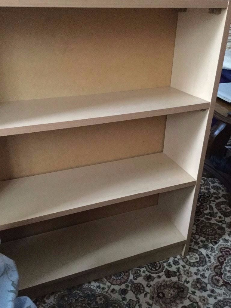 Book shelf in very good condition only10in Kennington, LondonGumtree - Book shelf 3 levels in very good condition only £10 Size 92cm x 78cm x 23cm