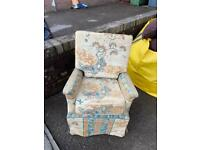 Child arm-chair to upcycle