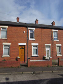 Excellent 2 Double bedroom house Off Tates Avenue