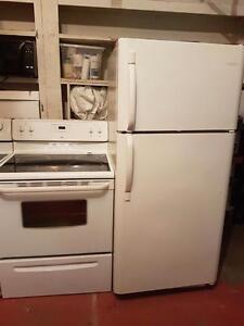 Très beau et propre duo poêle frigo blanc Possibilité de livraison aujourd'hui même
