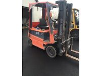 Toyota 2.0 Forklift with side shift and container spec mask