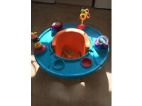 Baby seat with removable play tray