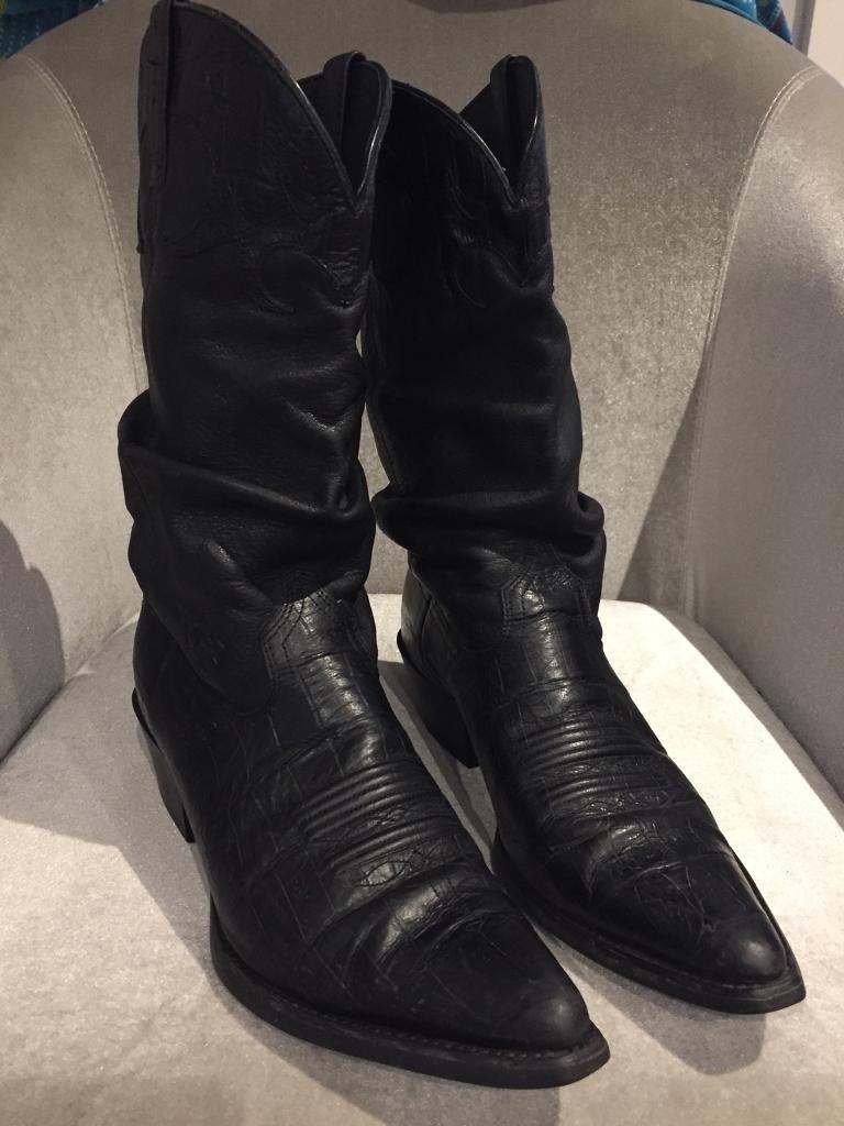 Black cowboy Boots size 4.5/5