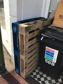 2 wooden pallets free to collect