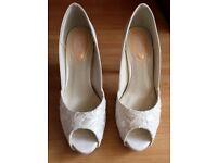 Paradox London Women's Fancy Lace Peep Toe Platform Shoes Ivory Size 3