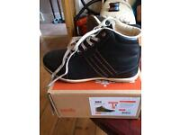 Safety shoes size 4