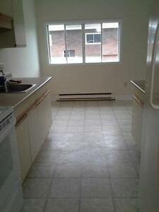 MOVE IN NOW, PAY LATER! 127/157 BIGGS ST!! UTILITIES INCLUDED!