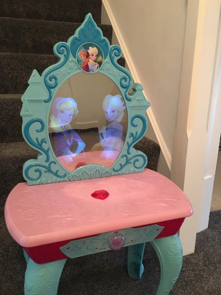 Anna and Elsa lights and music dressing up table