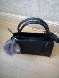 Black shoulder handbag
