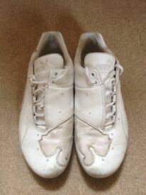 Ladies white Puma Trainers Size 6.