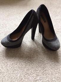 Ladies Size 6 black shoes