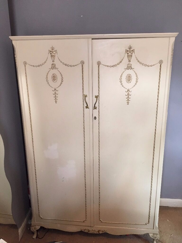 Louis Style Bedroom Furniture A French Louis Style Shabby Chic Bedroom Set To Include Wardrobe