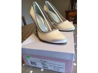 Rainbow Club Billie Ivory shoes, size 3