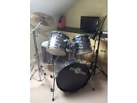 A virtually new GD-7 Fusion Accoustic Drum Kit by Gear4music, silver sparkle