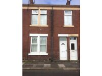 Flat to rent - 2 Bed ground floor flat - Available first week in July