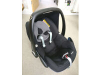 Maxi-Cosi Pebble Car Seat (Black Raven) and Family Fix ISOFIX base (Used, but excellent condition)
