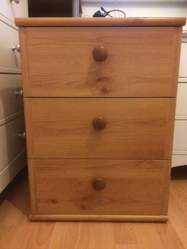 2 good quality pine side table/chest of drawers