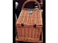 Gorgeous picnic basket - NEW
