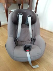 Maxi Cosi Pearl car seat and Isofix base
