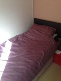 Single bed for sale. Complete.