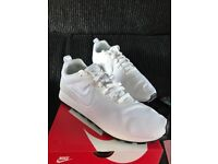 ***BRAND NEW*** NIKE WHITE MESH TRAINERS - Size 10
