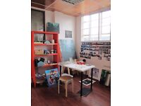 Art studio, desk space in bright studio. Cheap & shared with 3 friendly painters perfect for artist