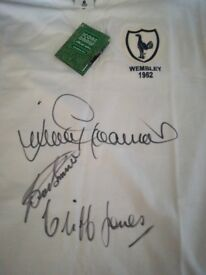 Signed Tottenham hotspur Wembley 1962 football shirt, signed by Jimmy greaves, cliff Jones and smith