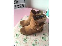 Girls ugg boots uk12