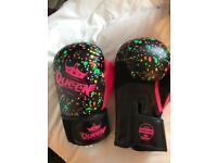 Queen splatter boxing gloves