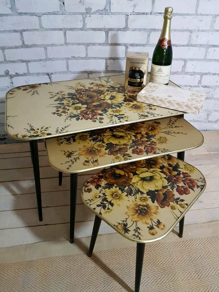 Stunning 1960s vintage Chalford Glos nest of 3 tables on Dansette legs