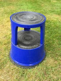 Metal kick stool - very good condition