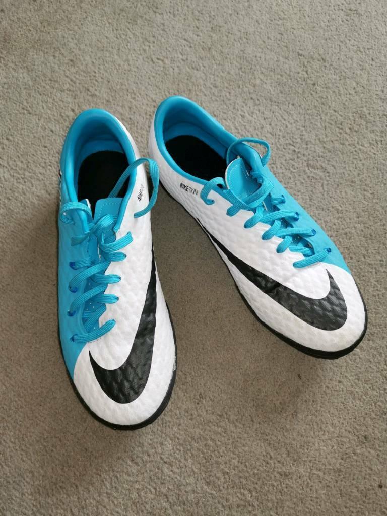 Nike Hyper Venom Girls Foitball Trainers Size 6  a13f84281e