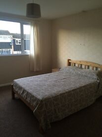 Large double room in quiet residential road Lane End