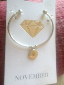 Very pretty ladies bangle 4 someone with November birthstone on it cute little present bnwt