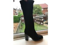 Ladies size 4 black knee boots