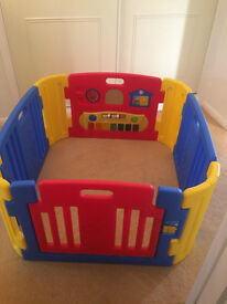 Play pen- excellent condition, hardly used, inndoor and outdoor use