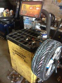 Dunlop computer wheel balancer