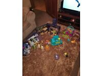 3 sets of scooby Doo... Haunted mansion, pirate ship and funfair