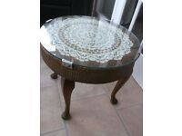 LOVELY UNUSUAL VINTAGE LLOYD LOOM TABLE WITH GLASS COVERED TOP AND CABRIOLE LEGS