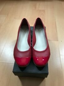 NEW CLARKS SHOES!! Red ballerinas size 5...only 15£!!!