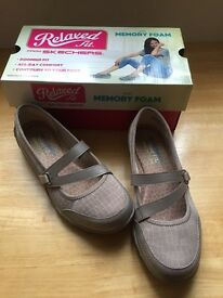 SKECHERS Relaxed fit shoes -new