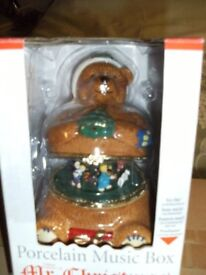 PORCELAIN WIND UP BEAR CHRISTMAS MUSIC BOX (Brand New & Boxed)