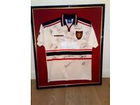 SIGNED MAN UTD SHIRT