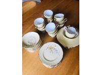 Vintage tea set (Roslyn)