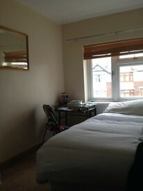 Lovely Room in Cowley £ 530 all bills included