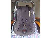 BABY CAR SEAT (SILVER CROSS) with CARRYCOT. PET AND SMOKE FREE ENVIRONMENT. EXCELLENT CONDITION