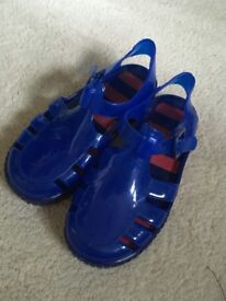 Children's size 9 jelly shoes