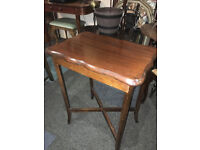 Nice Vintage Mahogany Scalloped Edge Small Side/Lamp/Hall Table