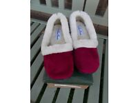Brand new boxed cosy slippers size 5